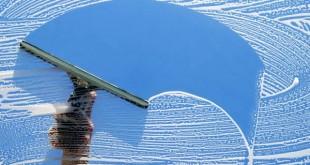 بهترین روش تمیز کردن پنجره ها در روزهای پایانی سال